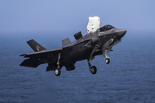 F-35 land Queen Elizabeth first time
