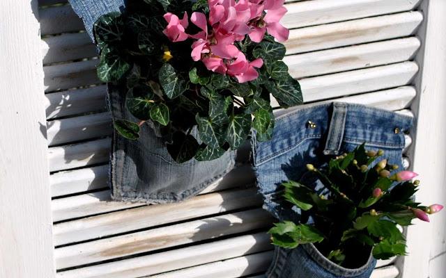 Gartendeko aus alten Jeans