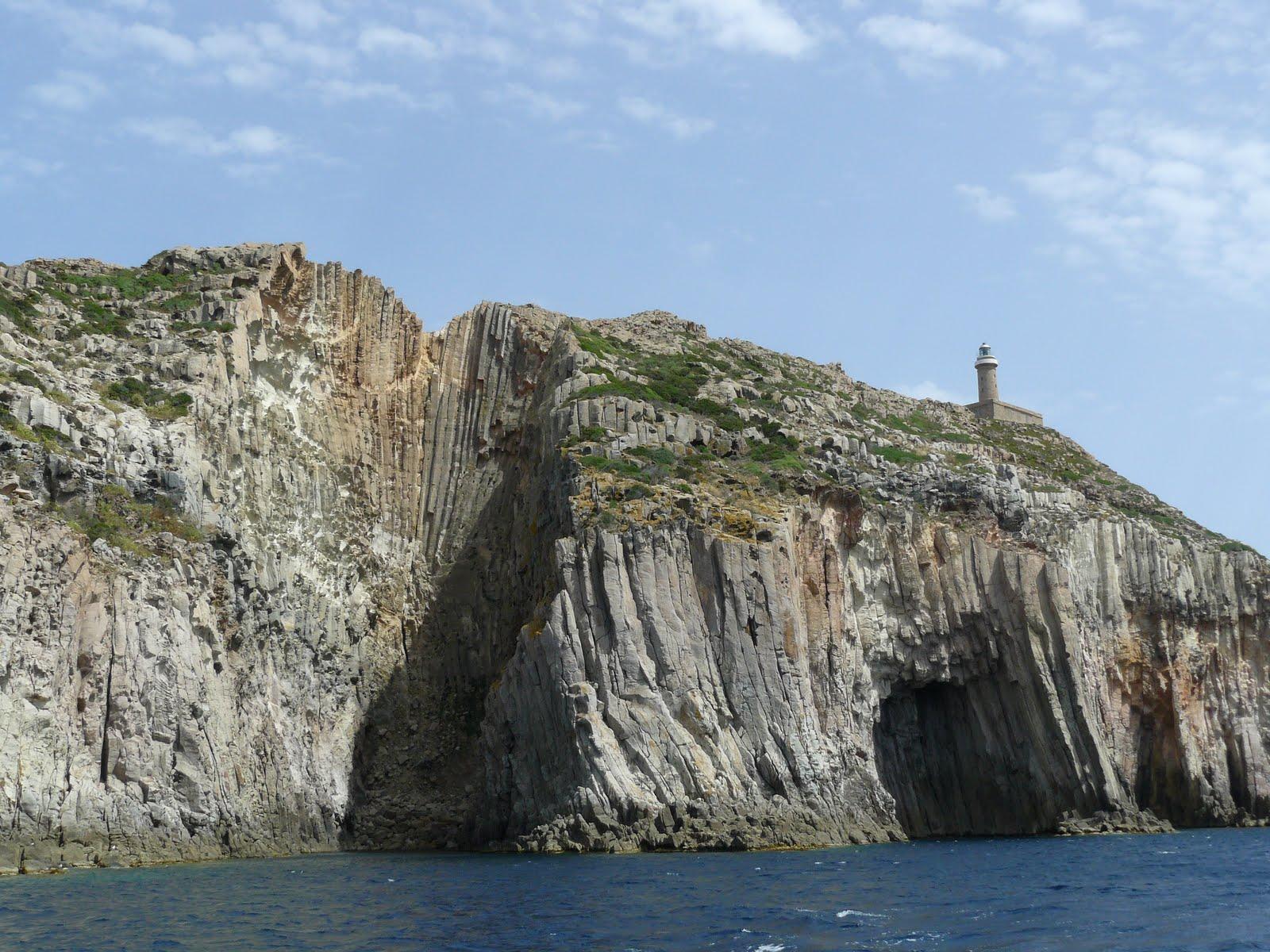 Escursioni in Sardegna CIRCUMNAVIGAZIONE ISOLA SAN PIETRO