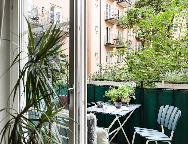 Lovely balcony with plants- design addict mom