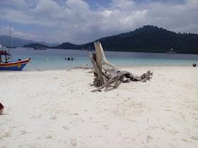 Jelajah Nusantara : Pantai Kelegian Lunik Pulau Kecil yang Menyimpan Sejuta Keindahan