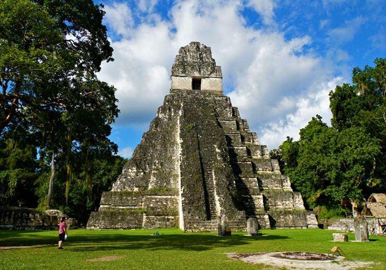 Büyük Jaguar Tapınağı en büyüleyici antik Maya harabeleri arasında ik sıra yer almaktadır.