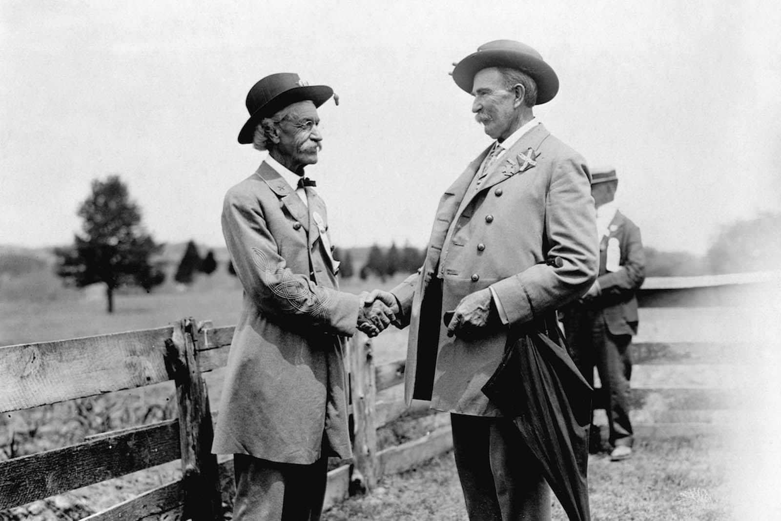 Manassas, Virginia — Veterans of the Civil War meet on the Bull Run Battlefield for a reunion celebration. 1913.