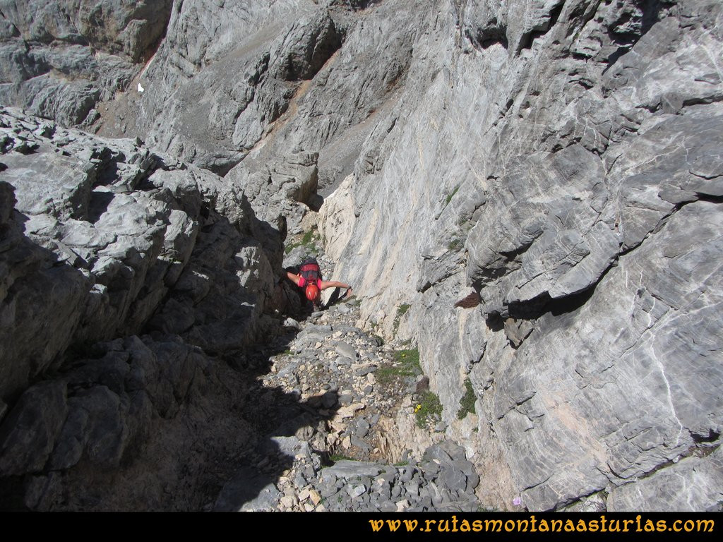 Ruta el Cable, Padiorna, Collado Jermoso, Palanca, Fuente De: Canaleta bien protegida en la Palanca