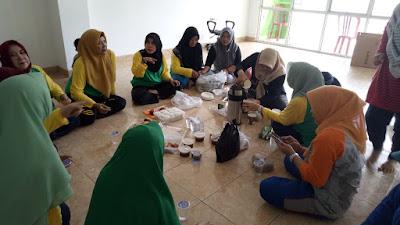 Ahad Berkah, Forhati Lampung Gelar Pelatihan Merajut bersama Puluhan Masyarakat