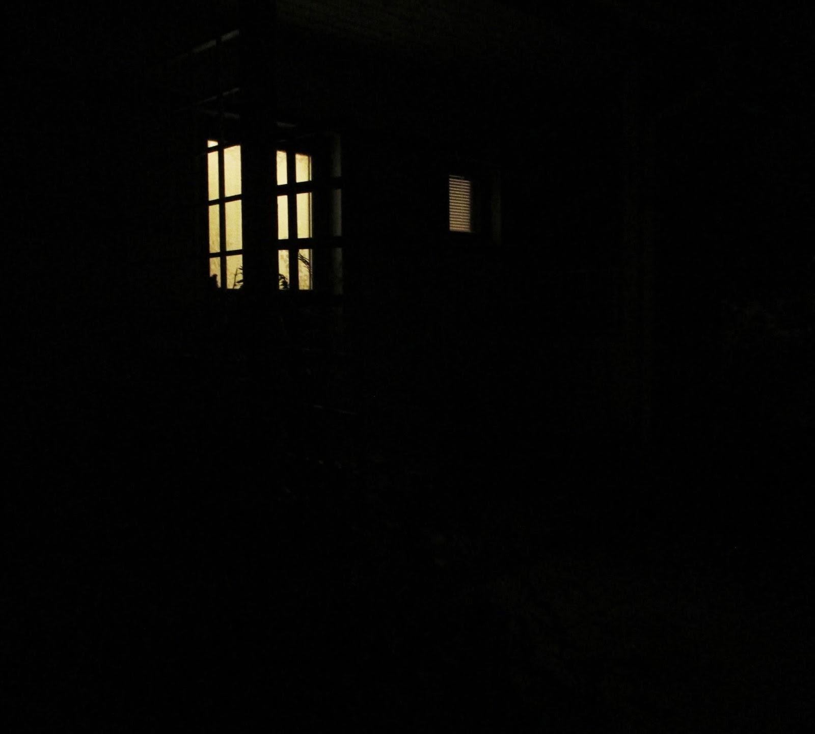 pimeys, valo pimeässä