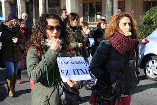Manifestación de familias y trabajadores del colegio La Milagrosa