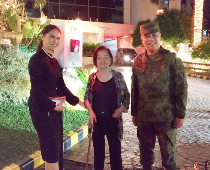 Dottie Wurgler-Cronin, GM Marco Polo Hotel, Mrs. Virginia Anderson,  Major General Noel Clement of the 10th Infantry Division