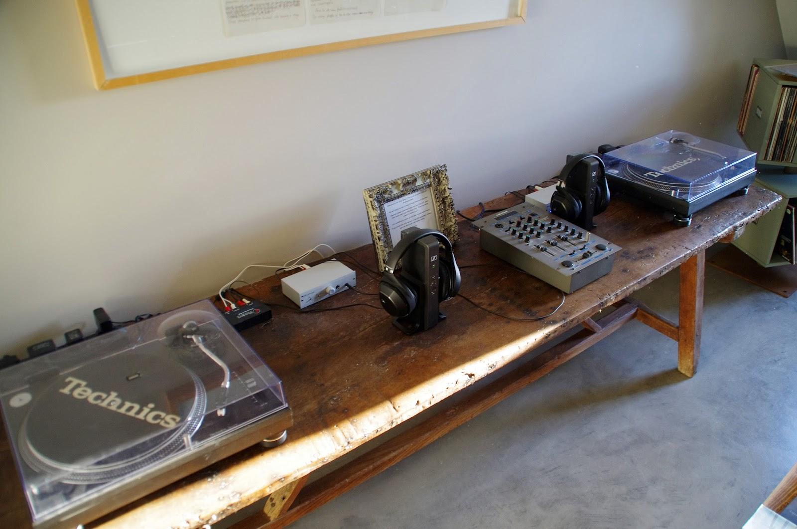 Fazenda Nova Country House Vinyl Library