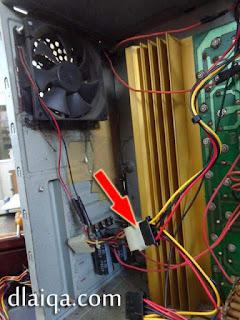 lepaskan konektor daya ke kipas tambahan