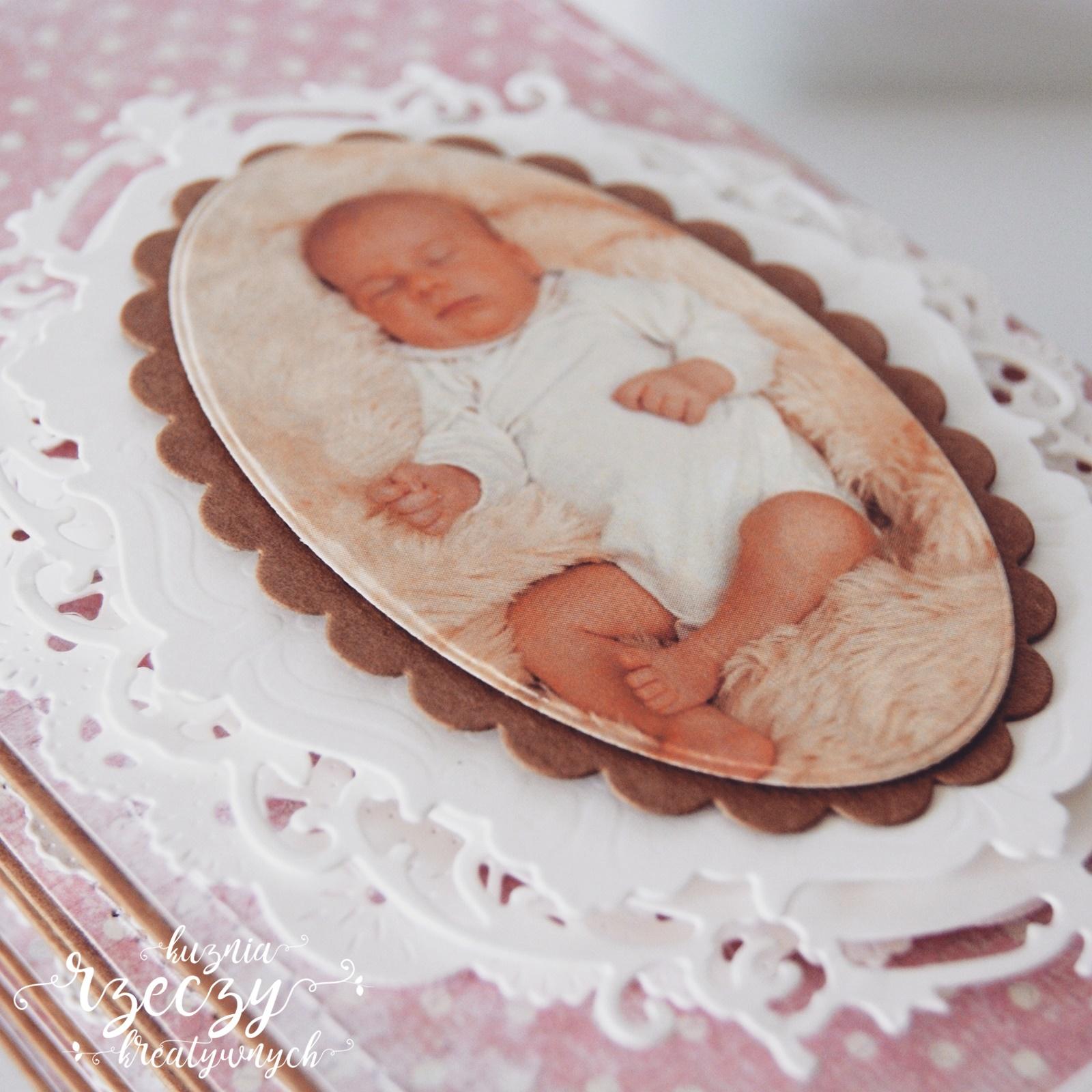 Ręcznie robione zaproszenia na Chrzest św. ze zdjęciem dziecka.