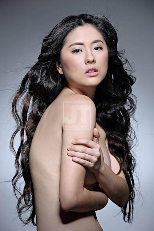 jinri park sexy topless pics 02