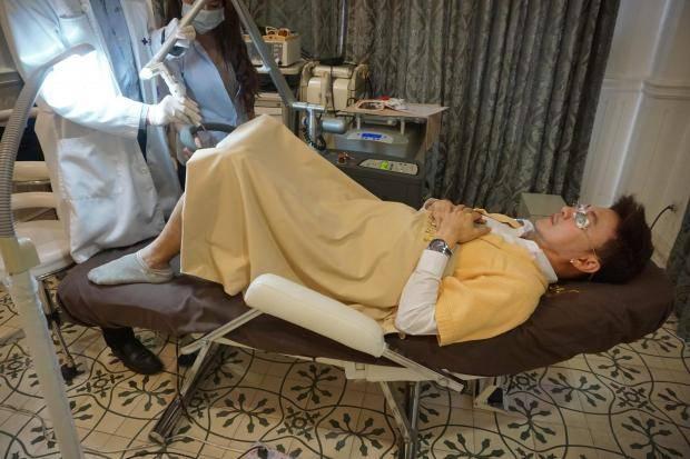 Hombres en Tailandia se someten a blanqueamiento de pene