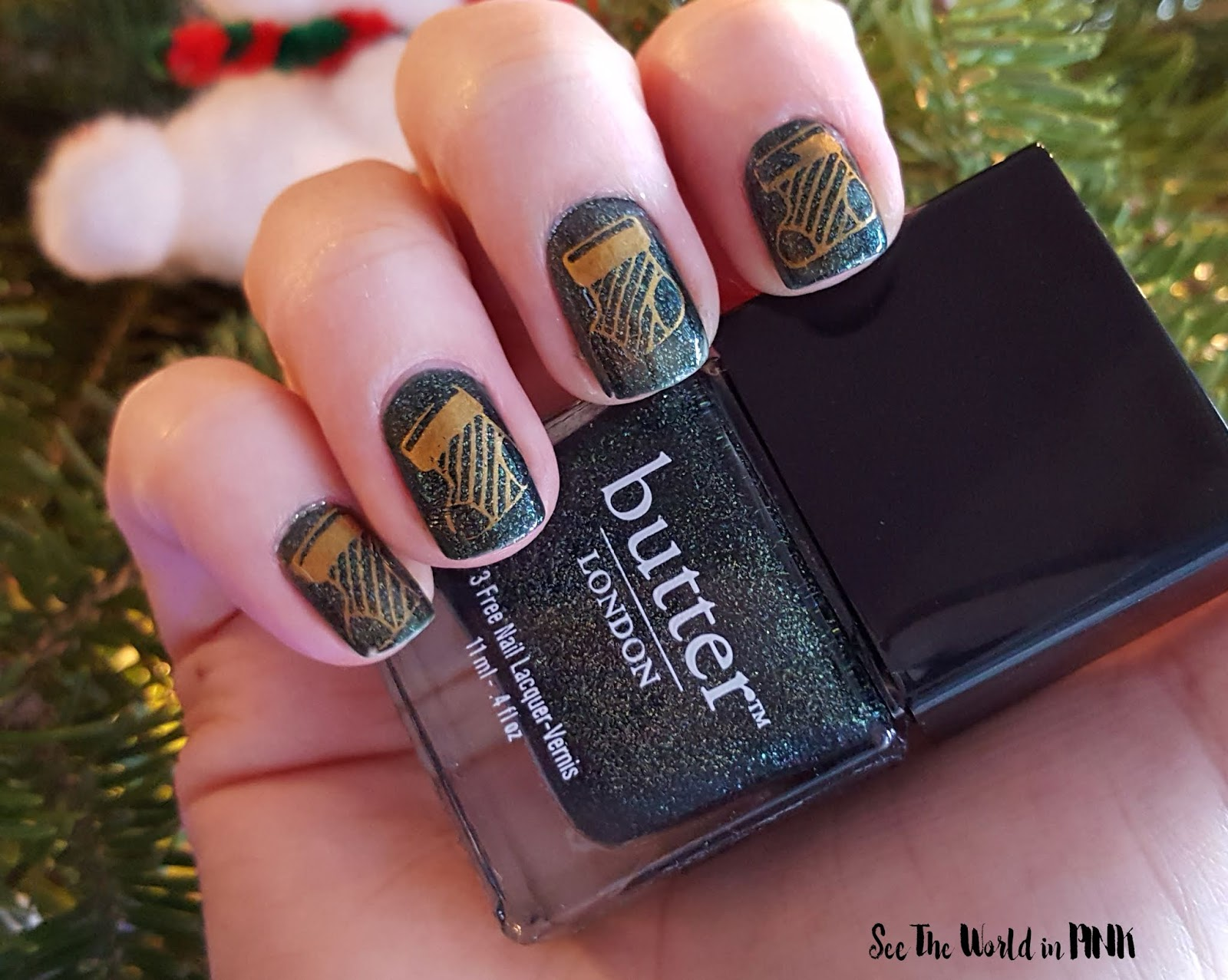 Manicure Monday - Glittery Green and Stamped Stockings