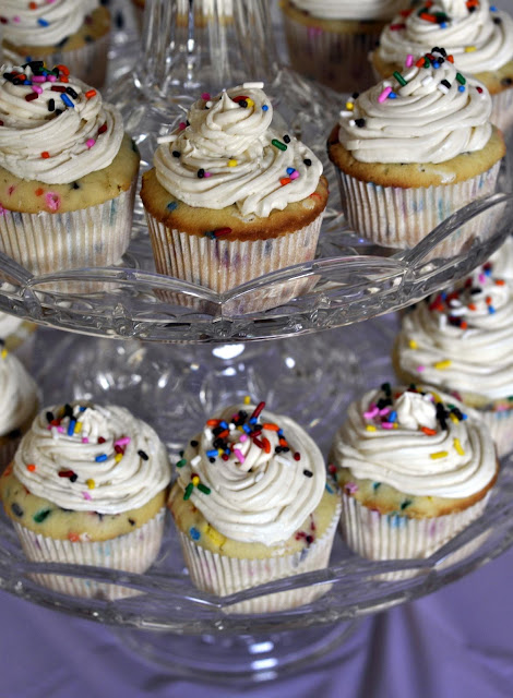 Homemade-Funfetti-Cupcakes-tasteasyougo.com