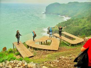 Keasikan  berwisata pantai sawangan adventure kebumen yang masih alami
