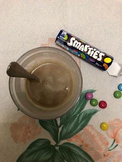 Chocolat chaud aux Smarties dans une tasse, Nestlé