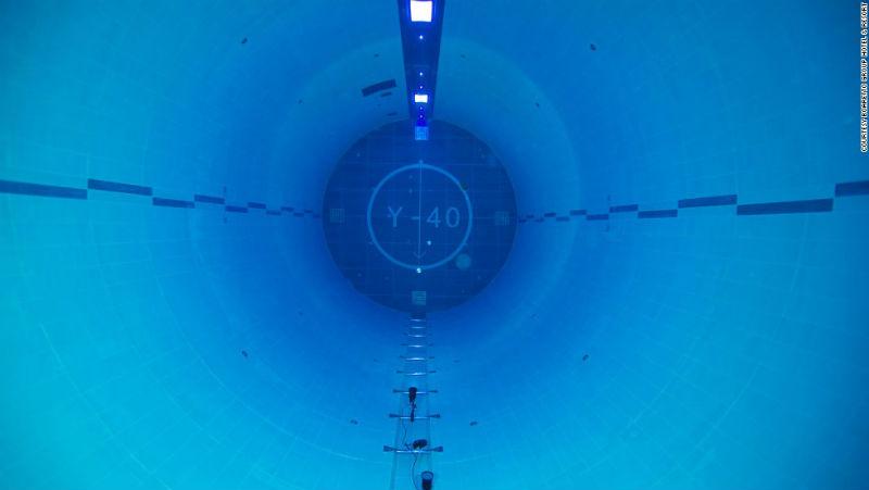 Vaso de la piscina Y-40, la más profunda del mundo cortesía del Hotel Millepini Terme