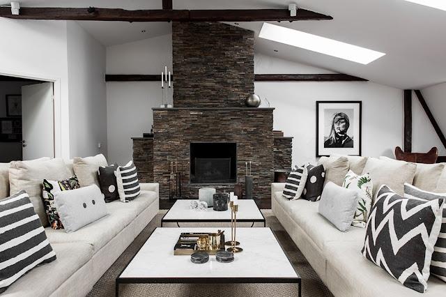 Terasă colorată și amenajare în alb negru într-o mansardă impresionată