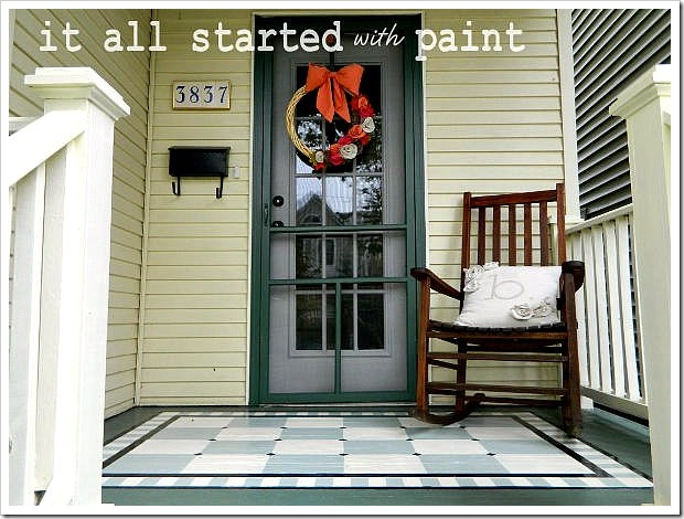 This simple but welcoming front porch decor shows that less is sometimes more