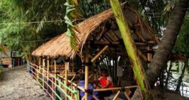 Tempat santai keluarga di Saung Hutan Bambu