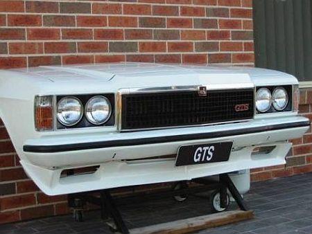 decoracion Holden Monaro GTS Transformado em um Grill