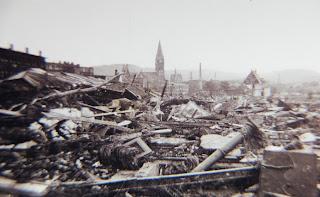 La ciudad de Neheim tras la catástrofe de la presa del Möhne