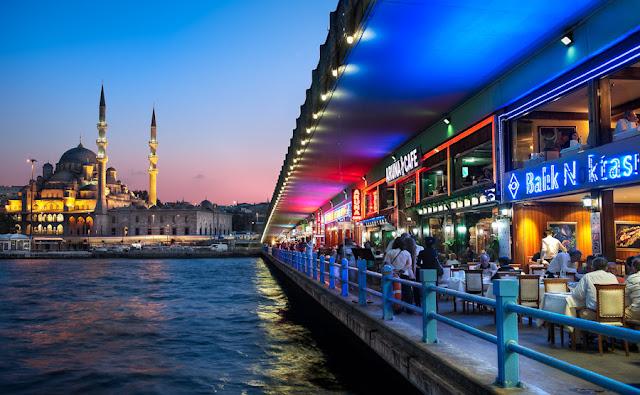 Ponte Gálata em Istambul na Turquia