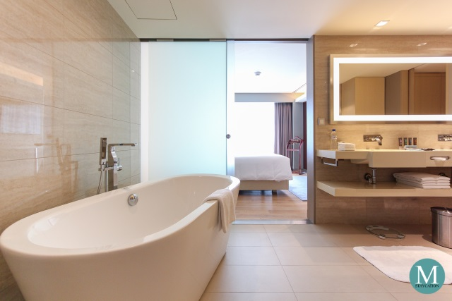 bathtub of Executive Suite at Novotel Manila Araneta City