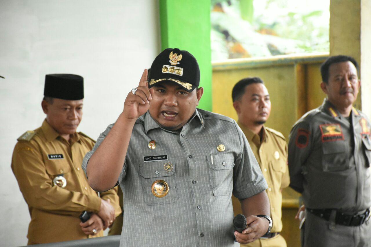 Walikota Tanjungbalai H M Syahrial saat melakukan kunjungan mendadak ke Dinas Lingkungan Hidup.