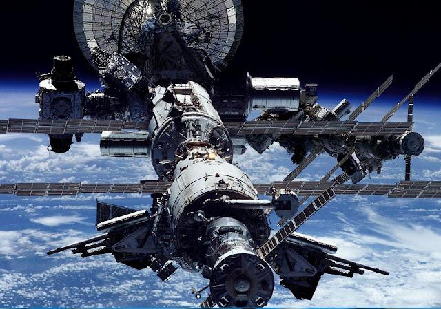 صور وخلفيات محطة فضاء
