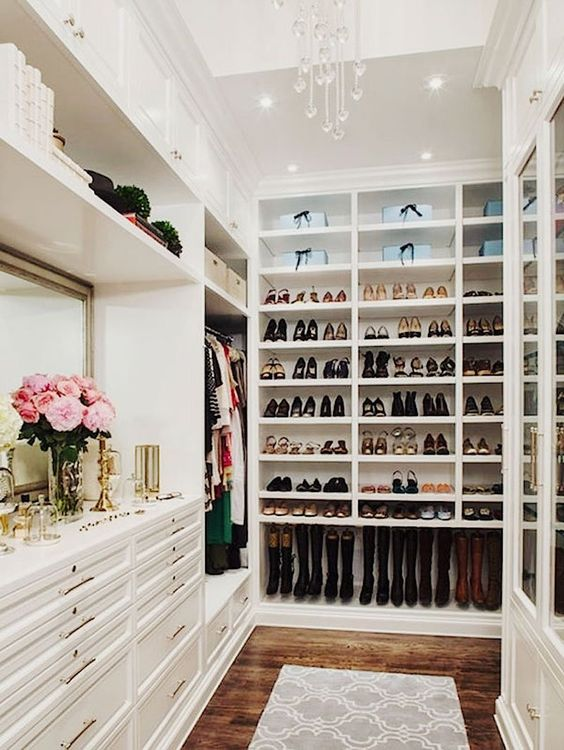 From Small Closets Too Big Rooms Full Of Shoes, Women Love To Have Their  Special Space Just To Venerate Their Favorite Footwear. Here Are Ten Shoe  Closets ...