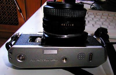 Fujica AX-1 tampak bawah