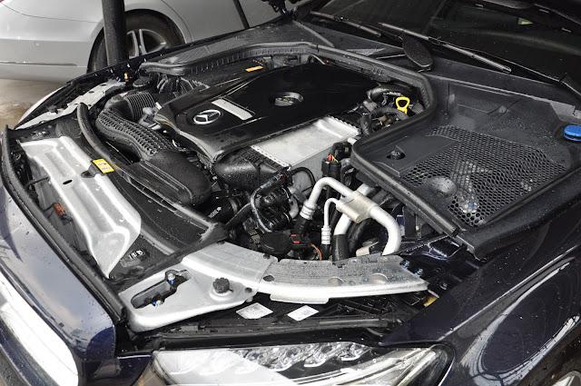 Động cơ Mercedes C300 AMG 2018 vận hành mạnh mẽ và vượt trội
