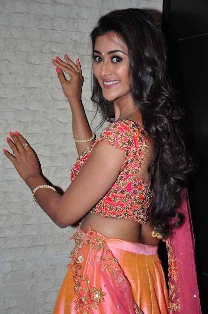 Pooja Jhaveri Sizzles in BeautifuL Chaniya Choli at Right Right Movie Audio Launch