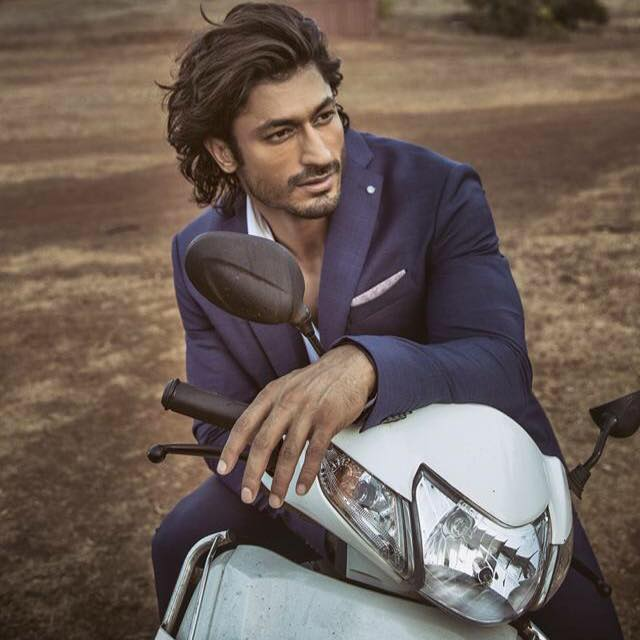 Vidyut Jamwal age, wife, body, height, biography, girlfriend, father name, caste, religion, family, birthday, New upcoming movies list, diet plan, photos, images, workout, commando 2, bodybuilding, martial arts, actor, all film, hairstyle name, gym, wallpaper, video, force, images, fight, six pack, and tiger shroff, commando movie, action, first movie, stunts, twitter, instagram