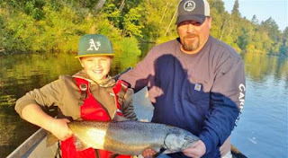 Fall-salmon-fishing-rogue-river-oregon