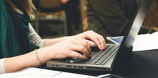 Penggunaan Laptop dan Dampaknya Bagi Sistem Alat Gerak Manusia