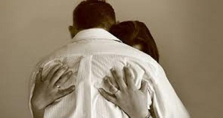 لماذا تعشق المرأة غرز أظافرها في ظهر الرجل أثناء العلاقة الزوجية