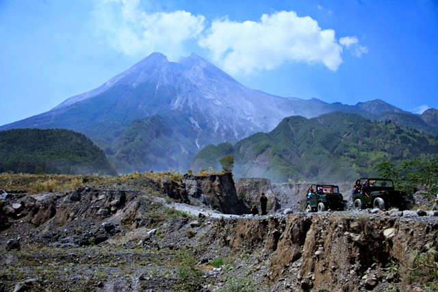 Ambigutourism Wisata Ekstrim Di Gunung Penuh Misteri