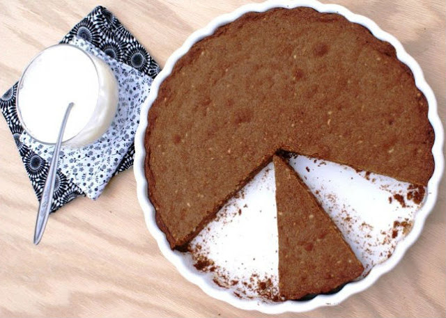 Легкий шоколадный торт с фундуком