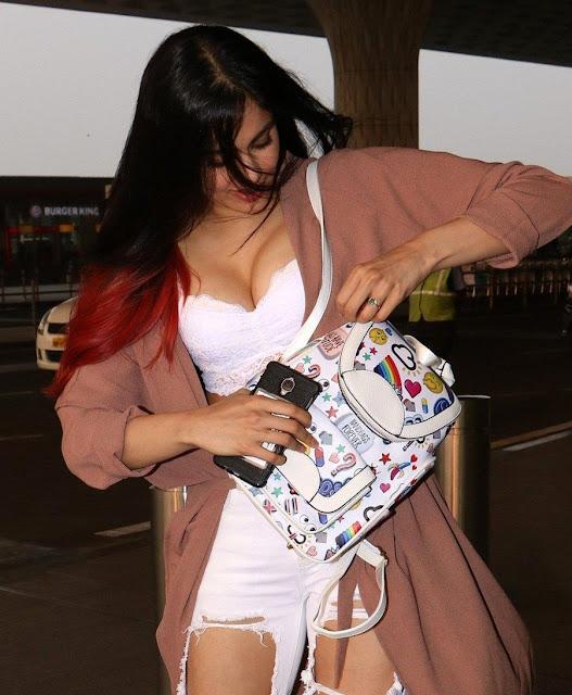 Adah sharma cleavage pics