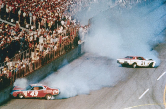 Final carrera NASCAR Daytona 1976 - accidente David Pearson y Richard Petty