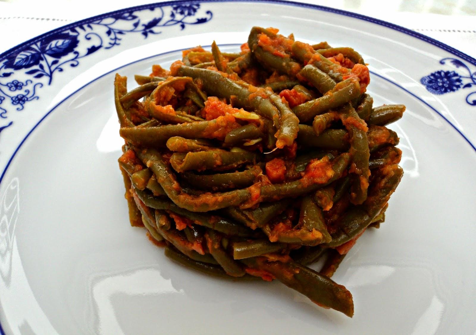ensalada-judias-verdes-tomate-jamon-cerca