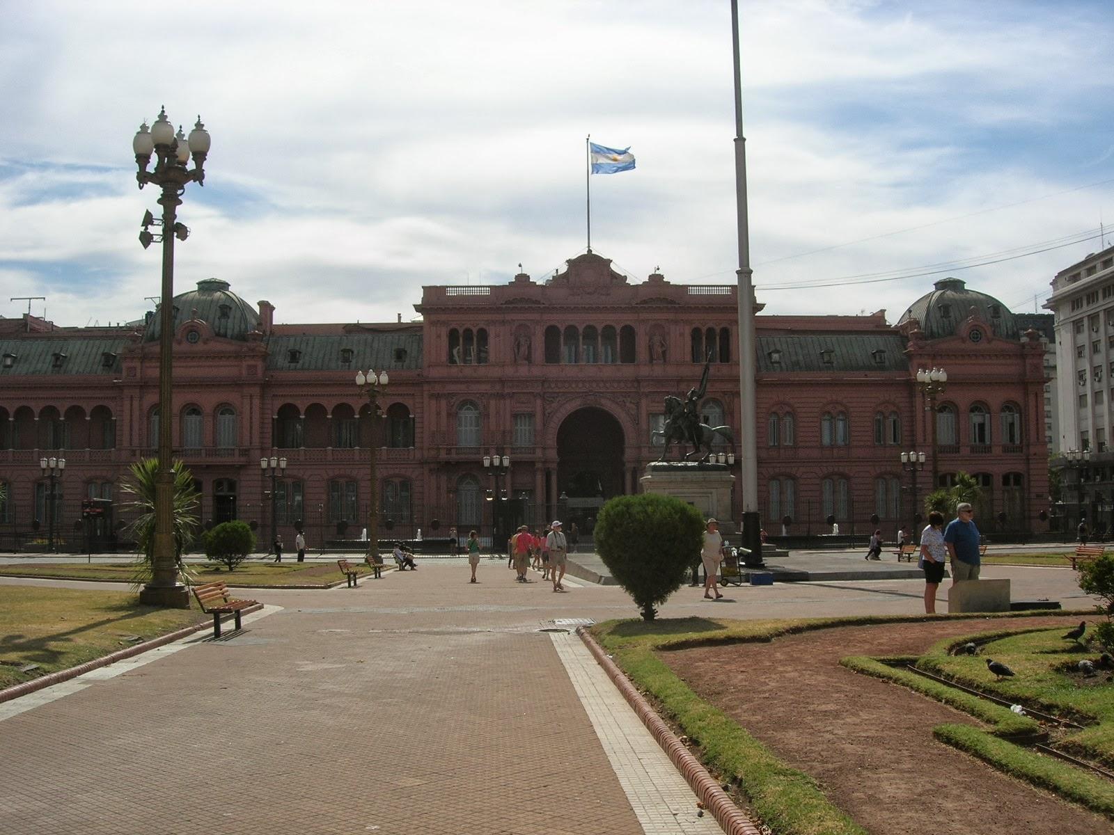 Um dos pontos turísticos mais famosos da Argentina, e sede da presidência