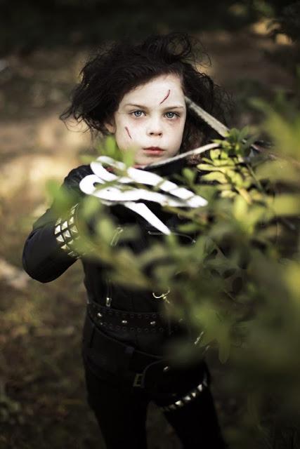 Foto de niña Manos de tijera