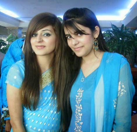 Hottest Desi Girls Wearing Nice Sexy Saree Photos