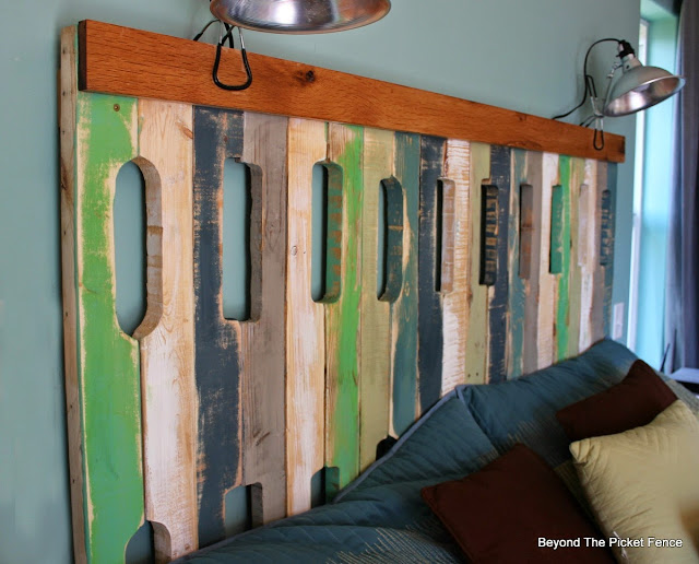 pallets, headboard, paint, master bedroom, reclaimed wood, http://bec4-beyondthepicketfence.blogspot.com/2015/05/pallet-headboard.html