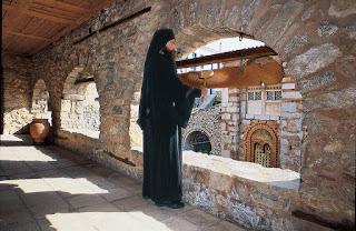 Ο Ρουμάνος Μοναχός και το Σήμαντρο