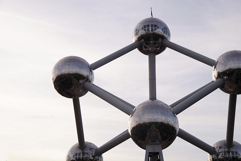 Atomium in Brüssel & über Reisen mit Bucket Lists. Tasteboykott.